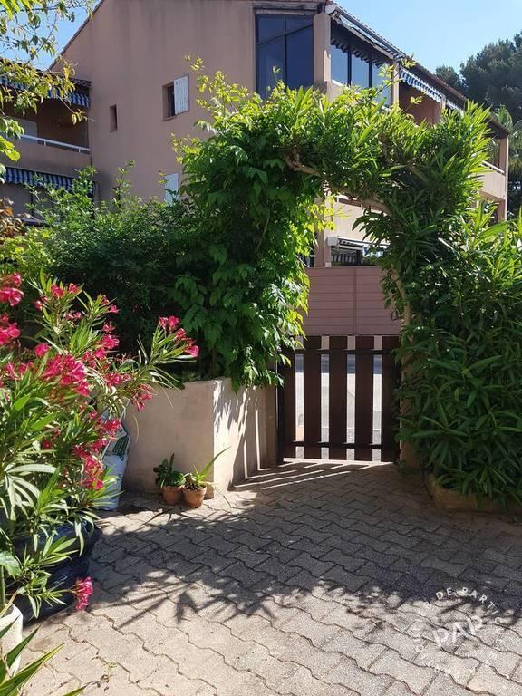 location appartement la ciotat 3 personnes d s 450 euros par semaine ref 206701000. Black Bedroom Furniture Sets. Home Design Ideas