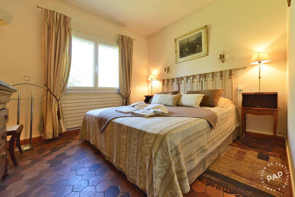 location chambre d 39 h tes nimes 10 personnes d s euros par semaine ref 206802390. Black Bedroom Furniture Sets. Home Design Ideas
