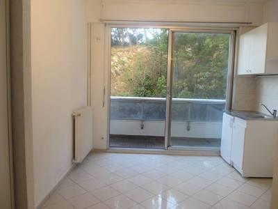 Location studio 18m² Marseille 8E - 400€