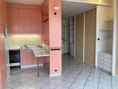 Location studio 23m² Marseille 4E - 390€