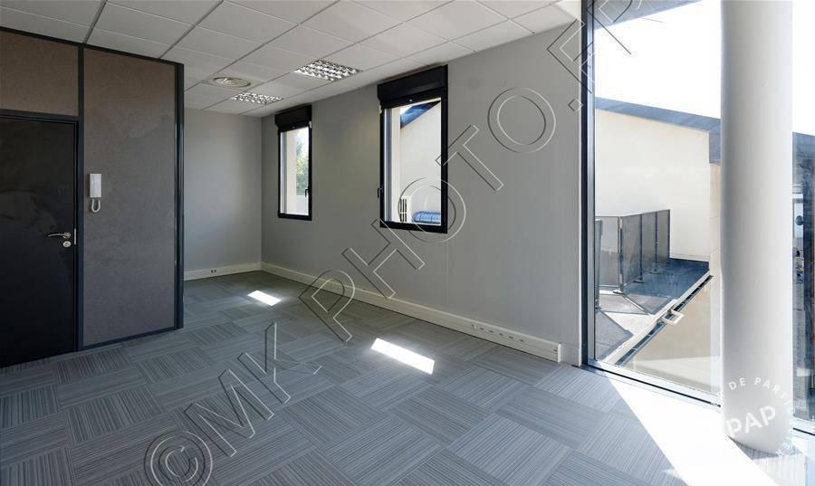 bureaux locaux professionnels serris 10 m 400 e pap commerces. Black Bedroom Furniture Sets. Home Design Ideas