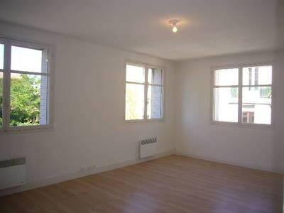 Location appartement 3pièces 71m² Marseille 4E - 690€