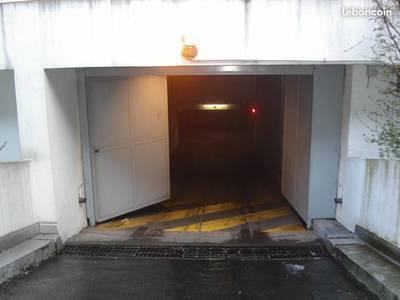 Location garage, parking Paris 18E - 150€
