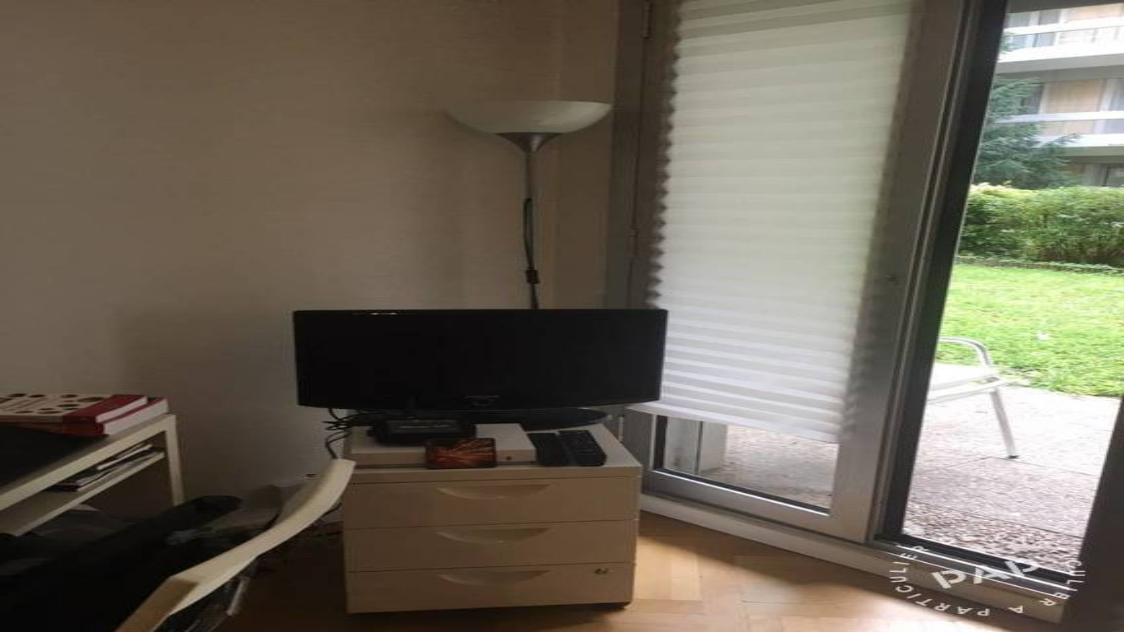 location meubl e studio 16 m neuilly sur seine 16 m. Black Bedroom Furniture Sets. Home Design Ideas