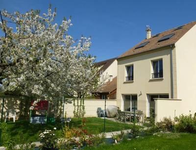 Location maison 142m² Les Clayes-Sous-Bois (78340) - 2.100€