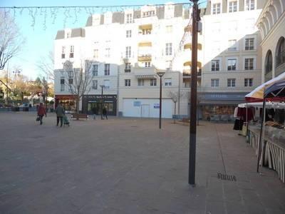 Location ou cession local commercial 262m² Chaville (92370) - 6.400€