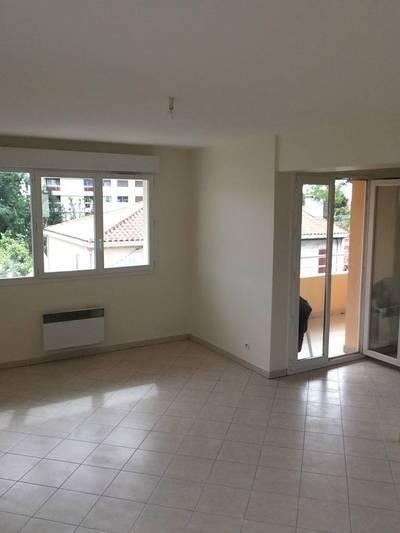 Location appartement 3pi�ces 65m� Marseille 9E - 840€