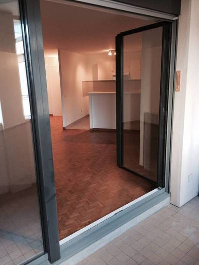 Location studio 45 m² Paris 14E - 1.240 €