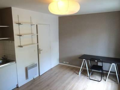 Location meublée studio 20m² Voisins-Le-Bretonneux (78960) - 690€