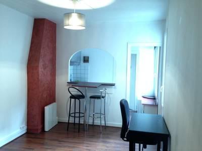 Location meublée studio 28m² Paris 18E - 930€