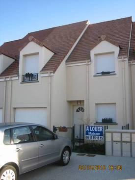 Location maison 90m² Le Coudray-Montceaux - 1.121€