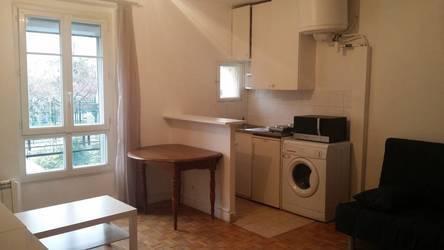 Location meublée studio 25m² Paris 17E - 890€