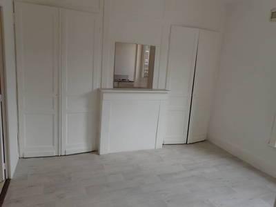 Location studio 19m² Lille - 340€