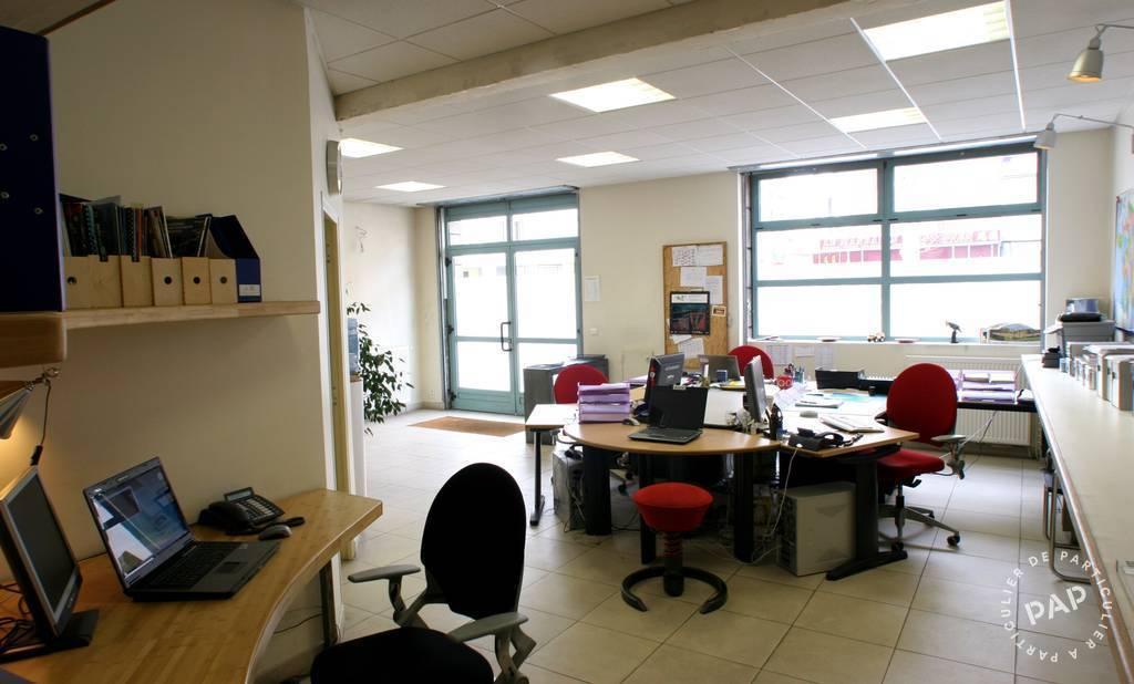 bureaux locaux professionnels saint ouen 93400 32 m 740 e pap commerces. Black Bedroom Furniture Sets. Home Design Ideas