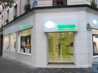 Location ou cession local commercial 180m� Paris 10E - 3.400€