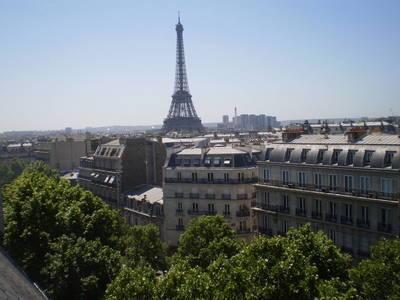 Location meublée studio 11m² Paris 8E - 715€