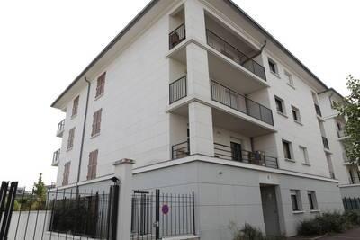 Location studio 28m² Saint-Cyr-L'ecole (78210) - 680€