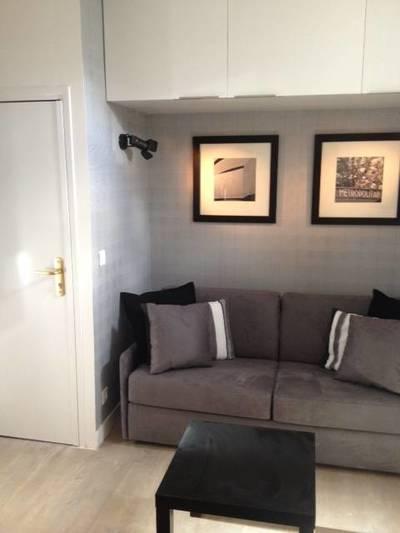Location meublée studio 15m² Paris 10E - 654€
