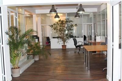 Location bureaux et locaux professionnels 200m� Paris 17E - 7.550€
