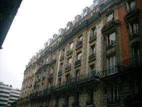 Location meublée studio 9m² Paris - Exelmans - 580€