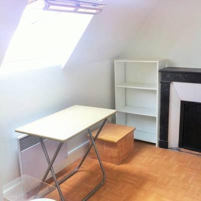 Location appartement 2pi�ces 16m� Paris 7E - 930€