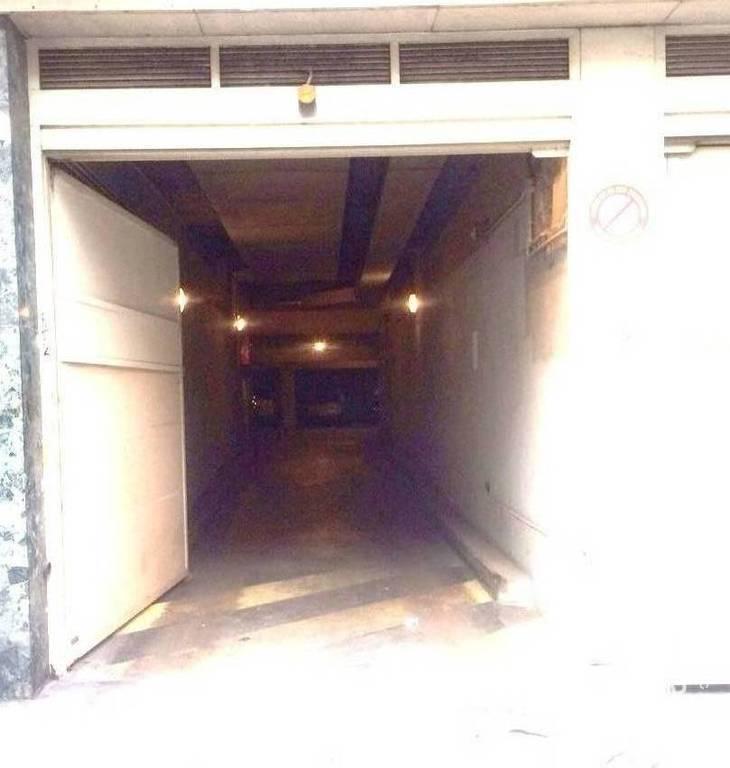 Location garage parking 8 m paris 18e 8 m 110 e for Location garage 14