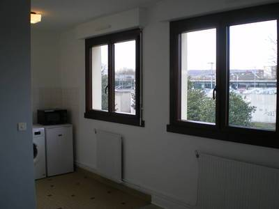 Location studio 24m² Massy (91300) - 628€