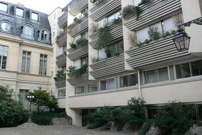 Location meublée studio 47m² Paris 7E - 1.800€