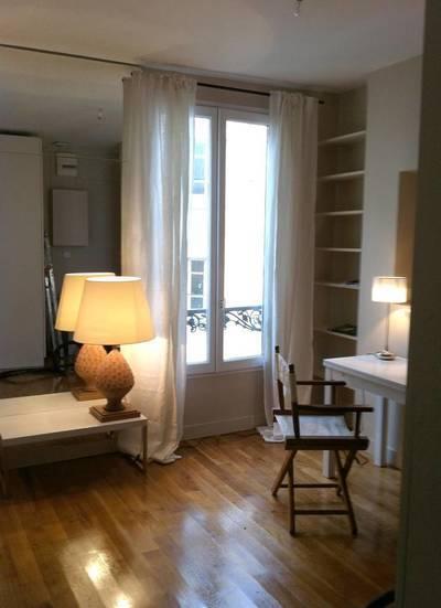 Location meublée studio 23m² Paris 18E - 890€