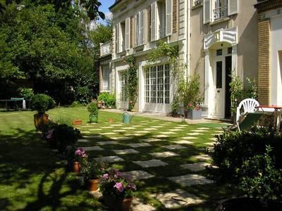 Location meubl�e maison 88m� Vaucresson (92420) - 2.460€