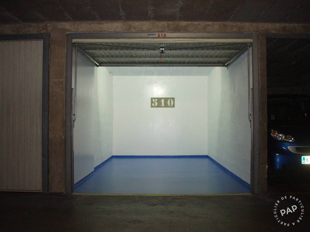 Location garage parking paris 13e 150 de for Location box garage particulier