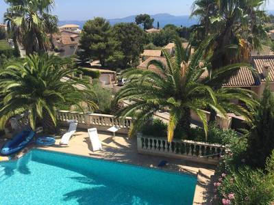 Location meubl�e maison 285m� Carqueiranne (83320) - 3.000€