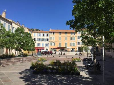 Location studio 34 m² Hyeres (83400) - 506 €