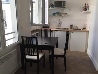 Location meubl�e studio 20m� Paris 18E - 750€