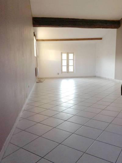 Location studio 38m² Villeneuve-Les-Avignon (30400) - 460€