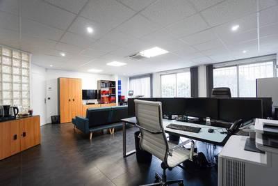 Bureaux, local professionnel Courbevoie (92400) - 200m² - 3.935€