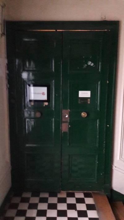 Location bureaux et locaux professionnels 12m� Paris 9E - 680€