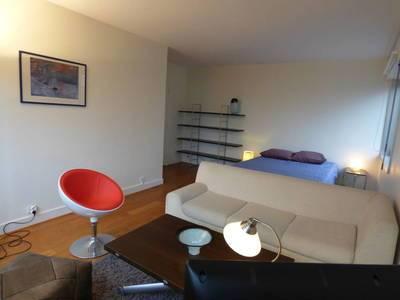 Location meublée studio 41m² Paris 8E - 1.600€