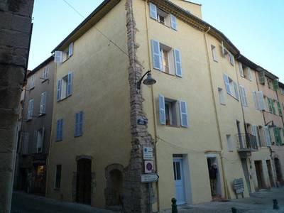 Location appartement 3pièces 61m² Le Luc (83340) - 715€