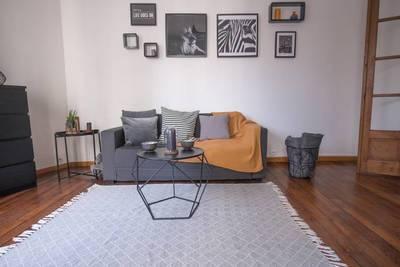 Location meublée appartement 2pièces 47m² Paris 15E - 1.599€