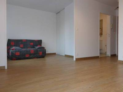 Location studio 29 m² Evry (91000) - 660 €