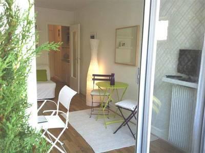 Location meublée studio 15m² Paris 5E - 948€