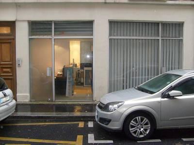 Location ou cession local commercial 34m² Paris 17E - 1.280€