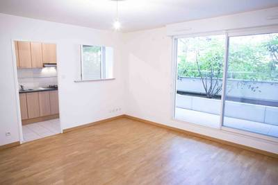 Location studio 34 m² Villejuif (94800) - 840 €