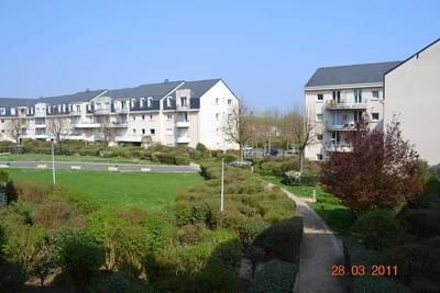 Location appartement 3pièces 61m² Jouy-Le-Moutier (95280) - 1.100€