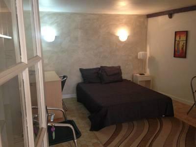 Location meublée studio 25m² Solutre-Pouilly (71960) Leynes