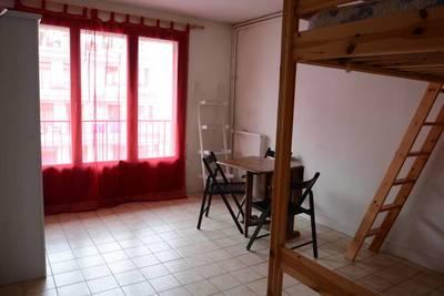 Location meublée studio 28m² Paris 18E - 890€