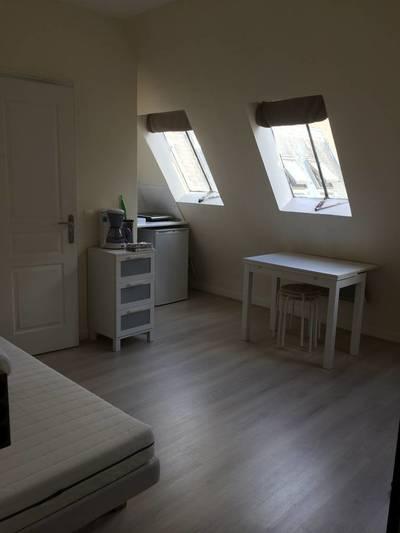 Location meublée studio 14m² Paris 17E - 680€