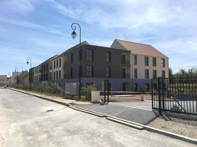 Location bureaux et locaux professionnels 74m² La Chapelle-En-Serval (60520) - 888€