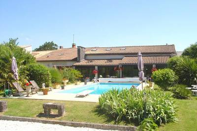 Vente maison 300m² Semoussac (17150) - 449.000€